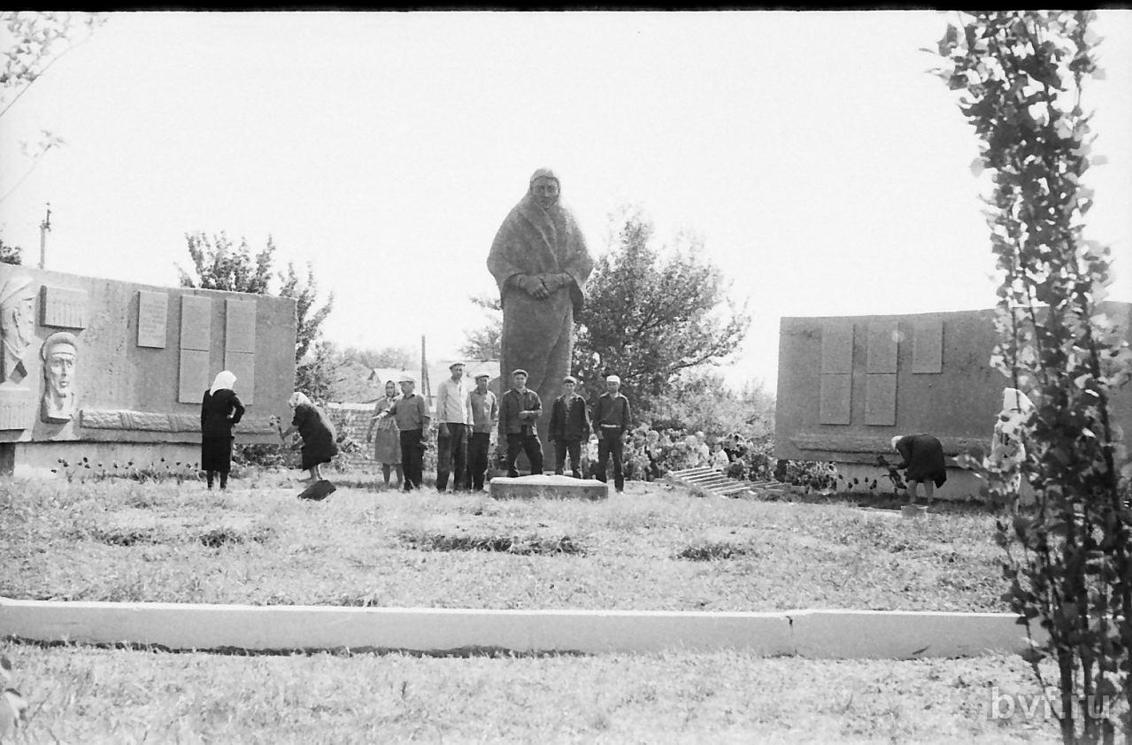 Нажмите на изображение для увеличения Название: monument-v-kalache-014.jpg Просмотров: 165 Размер:157.4 Кб ID:1048359