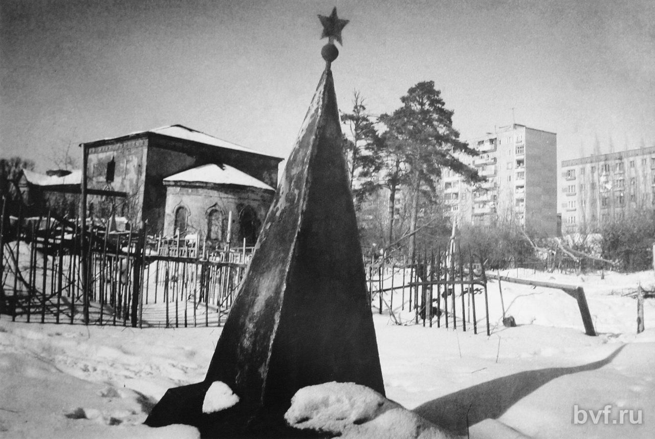 Нажмите на изображение для увеличения Название: монастырское кладбище.jpg Просмотров: 159 Размер:171.4 Кб ID:1680949