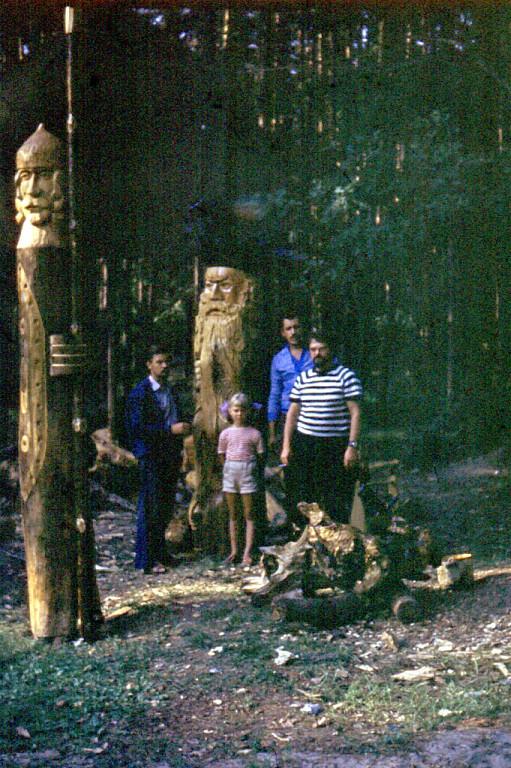 Нажмите на изображение для увеличения Название: 1975 г. Возле своих скульптур....jpeg Просмотров: 361 Размер:276.1 Кб ID:2104886