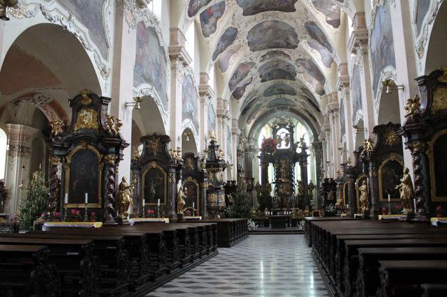 Нажмите на изображение для увеличения Название: На территории Страговского монастыря.jpeg Просмотров: 7 Размер:74.6 Кб ID:2124538